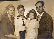 Všichni spolu: Liduška, Jiřík, Marcelka a táta Jiří.
