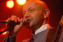 Skupina Vltava v čele s Robertem Nebřenským zahraje 14. prosince v českobudějovickém Café klubu Slavie.
