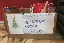 Sbírka nechtěných vánočních dárků pro organizaci FOKUS. Foto: G. Chmelařová, Č. Budějovice