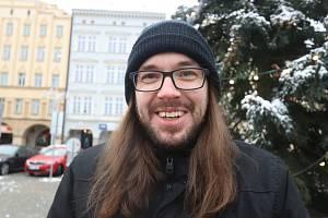 Václav Votruba se živí psaním PR článků. Nad klávesnicí i relaxuje. Na konci loňského roku měl na kontě další čtyři knihy.