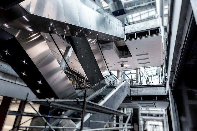 Stavbaři finišují se stavbou nové části IGY. Větší a modernější obchodní centrum otevírá 3. listopadu.
