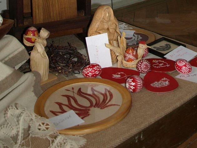 SVÁTEK ČERVENÝCH VAJEC. Tak se ještě v 19. století Velikonoce označovaly díky symbolické červené barvě, která  ke slovanskému způsobu Velikonoc  patřila.