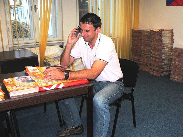 Početné telefonické gratulace přijímal už během odpoledne lídr kandidátky ČSSD Jiří Zimola. Jak se však vyjádřil, mimořádná důvěra voličů je pro něj především závazkem.