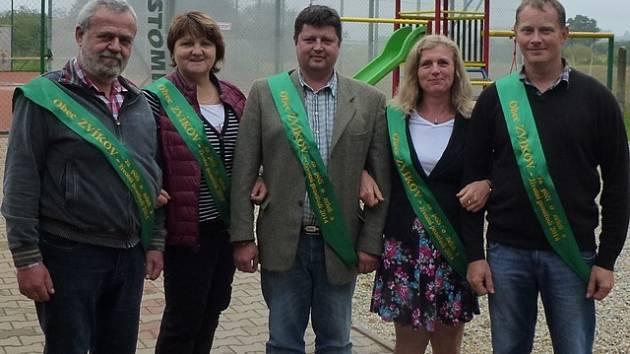 Stylové uvítání si ve Zvíkově připravili pro komisi představitelé obce.