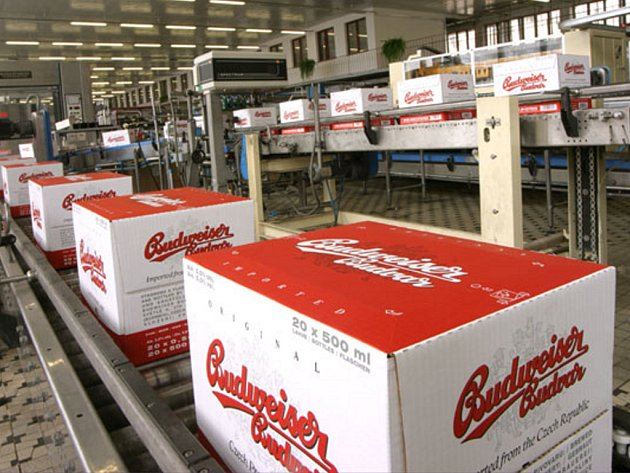 Budějovický Budvar investoval letos do modernizace lahvových linek za 60 miliónů korun. Dva nové etiketovací stroje a jeden kartonážní stroj rozšířily varinanty balení multipacků a zkvalitnily adjustáž lahví.