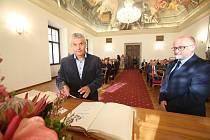 Představitelé českobudějovického Magistrátu ocenili kvalitní rekontstrukci Solnice na Piaristickém náměstí.