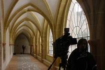 V křížové chodbě se potkávají staletí.