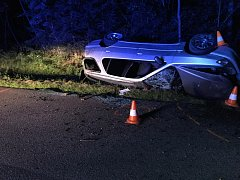 Dopravní nehoda se stala v úterý večer u Lipí. Zemřel při ní devatenáctiletý řidič.
