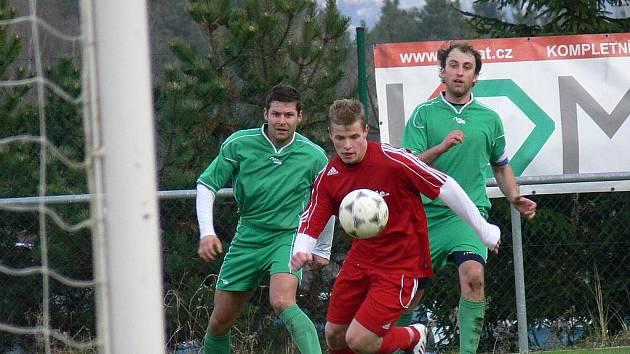 V 16. kole třetí třídy Českobudějovicka se Borek (červené dresy) rozešel na svém hřišti s týmem Lipí smírně 1:1.