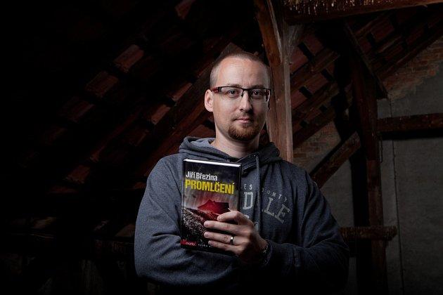 Spisovatel Jiří Březina a jeho nová kniha, krimi Promlčení. Za svou prvotinu, knihu Na kopci, získal rodák zČeských Budějovic cenu Nejlepší česká detektivka.