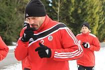 V plném tréninku na Lipně je i nový muž Dynama Tomáš Řepka.