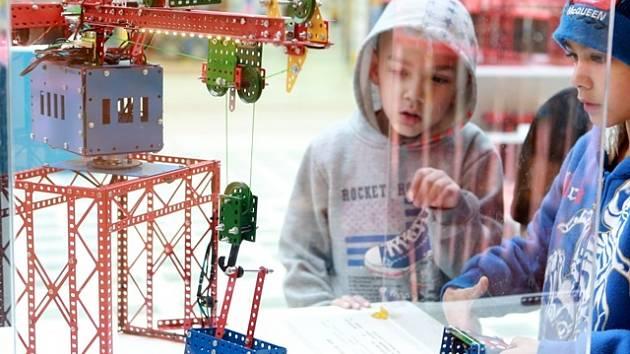 Výstava stavebnice Merkur v nákupním centru IGY.