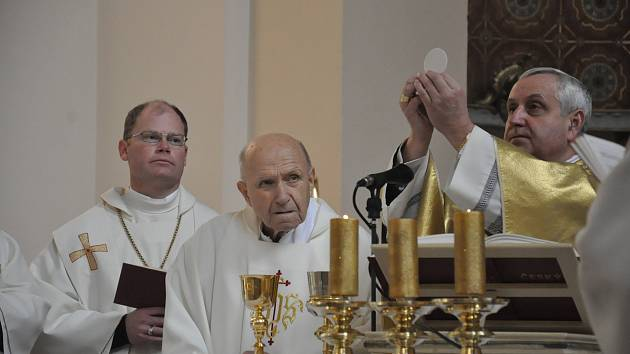 Mše svatá na poděkování za 90 let Mons. Václava Kulhánka v Kostele Božského Srdce Páně v Českých Budějovicích - 15. 2. 2020.