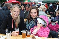 Kdo přišel v sobotu na 1. Pivní slavnosti ve Včelné, dobře se pobavil.