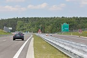 Mezi Ševětínem a Bošilcem je zprovozněn další úsek dálnice D3. Je o jeden kilometr delší, než byl původní předpoklad a měří 9,1 km.