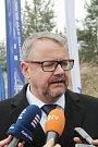 Ve středu dopoledne byla u Ševětína slavnostně zahájena výstavba úseku dálnice D3 Ševětín-Borek. Na snímku ministr dopravy Dan Ťok.