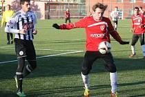Michal Klesa (na snímku z úvodního duelu Dynama s Pardubicemi) patří v Tipsport lize k nejlepším střelcům. Trefí se i proti Liberci?