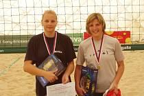 Tentokrát si akademické vicemistryně Evropy medaile nepřivezly. Jana Goliášová s Jihočeškou Weissovou (zleva) souboj o třetí místo prohrály.