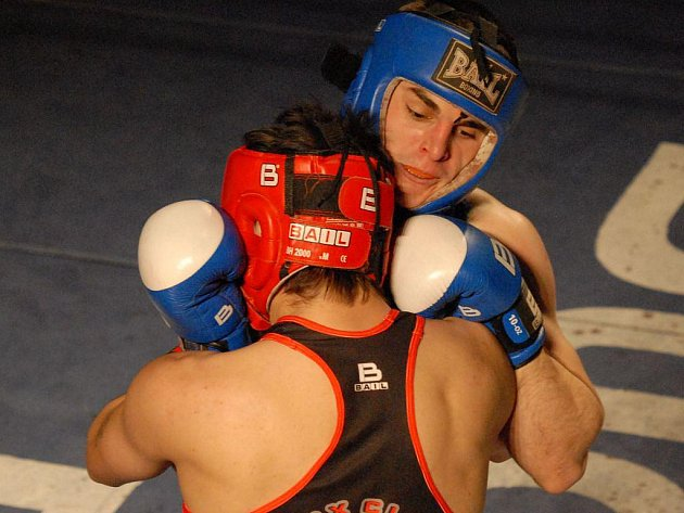 Emil Kocvelda se při své premiéře v českobudějovickém ringu uvedl vítězstvím nad ostříleným Balogem.
