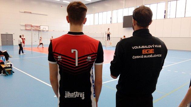 Týmu Ege pomáhá v první lize hrající trenér Vojtěch Zach