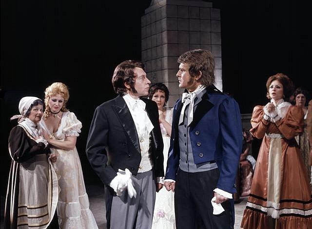 Josef Průdek, osobnost opery Jihočeského divadla, slaví 70. narozeniny. Snímek z představení Evžen Oněgin.