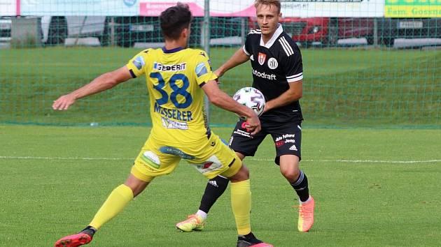 Fotbalisté Dynama vyhráli nad St. Pölten 3:0 (na snímku v akci Patrik Čavoš).