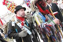 Na českobudějovickém náměstí v úterý odpoledne skončil koledami jihočeský masopust.