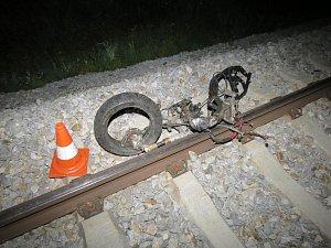 Motorkář vjel do cesty vlaku, nepřežil