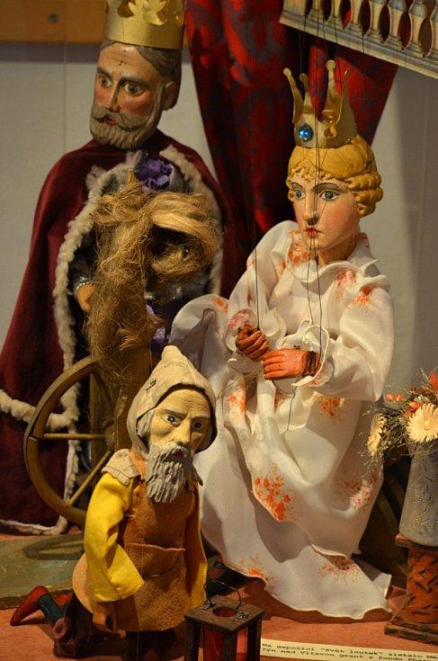 Městské muzeum Týn nad Vltavou nabízí expozice vltavínů, loutkářství nebo historie regionu. Ve městě lze navštívit i podzemní chodby.