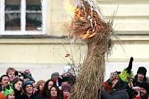 Tradiční vynášení zimy - Morany za brány města v neděli 17. března na Smrtnou neděli pořádané občanským sdružením TVOR z Českých Budějovic. Zapálení a utopení Morany v řece Malši je starodávný pohanský zvyk, který symbolizuje konec nadvlády mrazu.