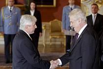 Prezident Miloš Zeman jmenoval premiérem Jiřího Rusnoka.