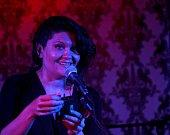 Tábor patřil od 3. do 5. října knihám. Tabook, festival malých nakladatelů, přilákal stovky lidí a přijely osobnosti jako Karol Sidon nebo Timothée de Fombelle. Na snímku zpěvačka kapely Tornádo Lou při koncertě ve Střelnici.