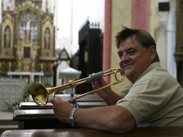 Petr Dostál-Berg vdechl po 200letech život rožmberské trubce zKrumlova. Zahrál na ni na Hudebních slavnostech Emy Destinnové vČeských Budějovicích. Nástroj se jmenuje tromba clarina.