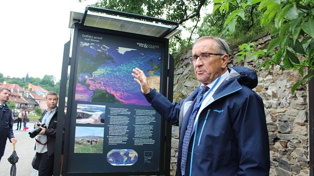 Pár kroků od Samsonovy kašny v Českých Budějovicích se koná výstava o vztahu vody a civilizací. Snímky jsou z českokrumlovské náplavky, kde byla výstava k vidění do 2. srpna.