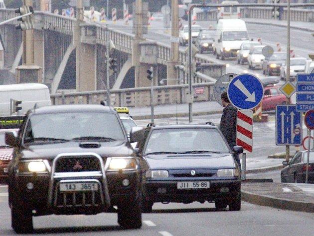 Na českých silnicích hrozí řidičům mnohem mírnější postihy za dopravní delikty než v zahraničí.