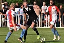 Fotbalisté Dynama vyhráli v přípravě s pražskou Slavií 2:0 (na snímku Lukáš Provod mezi slávisty Frydrychem a Hromadou).