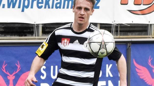 Patrik Čavoš ve Frýdku-Místku  krásným gólem pečetil výhru Dynama 2:0.