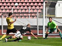 Fotbalisté Dynama hráli na Strahově s Olympií Praha 0:0 (Ivo Táborský z této šance gól nedal, na malém vápně podklouzl.