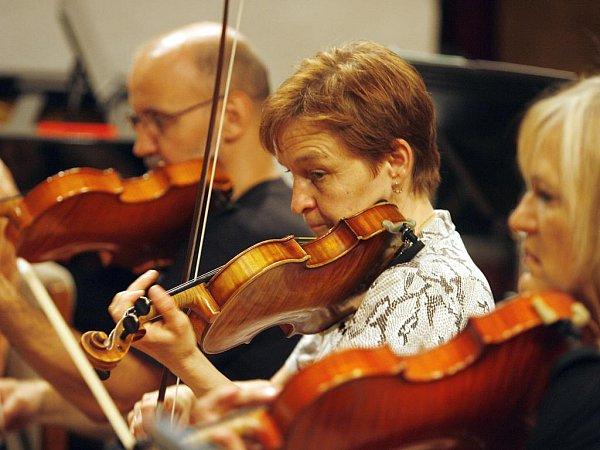 Jihočeská komorní filharmonie koncertuje vneděli vbudějovické katedrále. Zazní Mozartovo Requiem a mše Lomnická od Jaroslava Krčka.