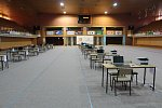 Sčítání volebních výsledků v českobudějovické sportovní hale, kde tradičně sídlí největší sčítací středisko v republice, může začít. Přípravy finišovaly v pátek.