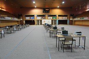 Přípravy sčítacího střediska ve sportovní hale