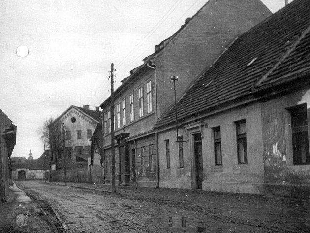 U Fajfrů ve Staroměstské v roce 1950.