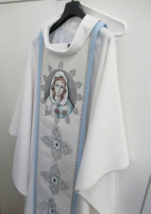 Šití mešních oděvů a doplňků se v Kongregaci sester Nejsvětější Svátosti s přestávkami věnují již od jejího vzniku v roce 1887.