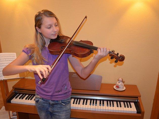 Audrey Belcher na housle začala hrát ve svých pěti letech a oblíbila si je prakticky okamžitě.