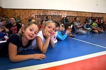 Jihostroj motivuje žáky k volejbalu