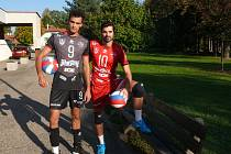 Na snímku vlevo Australan Staples, který po sezoně skončil, vpravo Španěl de Amo, který pokračuje.
