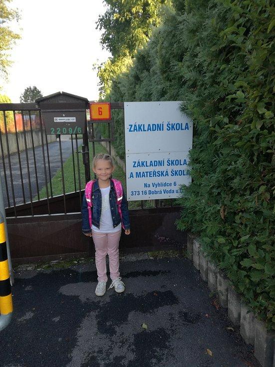 Poprvé se vypravila do školy v Dobré Vodě u Českých Budějovic Anička Bezemková,