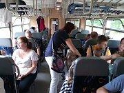 Výjimečnou jízdu uspořádali třetí červencovou sobotu fanoušci železnice na vltavotýnské trati, kde byl běžný osobní provoz před několika lety zrušen. Hlavními organizátory byly spolek Vltavotýnská lokálka a Art Centrum Záhoří. Snímky: archiv Pavla Ryšlavé