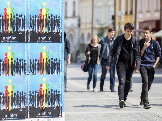 V Třeboni začal 3. května Anifilm, mezinárodní festival animovaných filmů. Potrvá do 8. května, přinese přes 400 filmů včetně rozsáhlého programu pro rodiny s dětmi. Na snímku návštěvníci na náměstí.