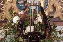 """Muzikant, tubista a kapelník Miloslav Hruška nechal vyrobit z fondu své kapely """"Hudba na poslední cestu"""" muzikantskou lyru."""